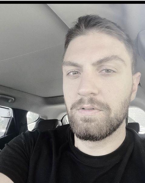 سلفی امیرحسین فتحی در ماشینش + عکس