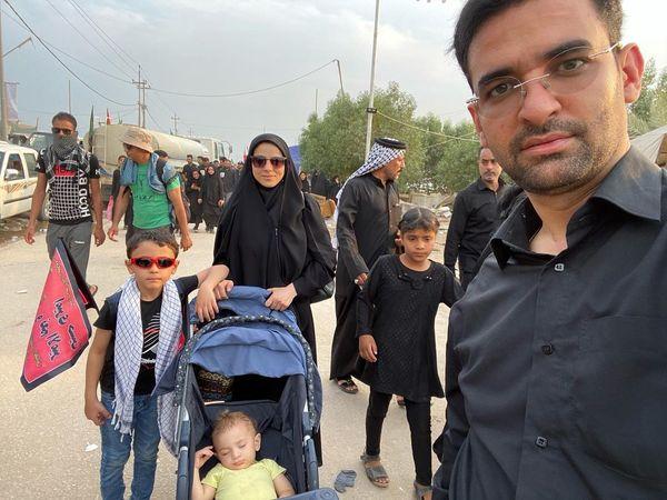 آقای وزیر و خانواده در راهپیمایی اربعین+عکس