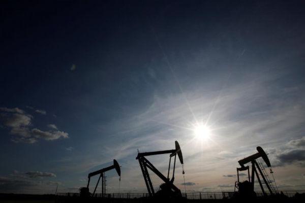 سقوط ۱ درصدی قیمت نفت با احتمال صدور معافیتهای تحریمی آمریکا