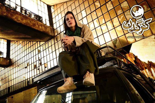 سارا بهرامی روی سقف ماشینش+عکس