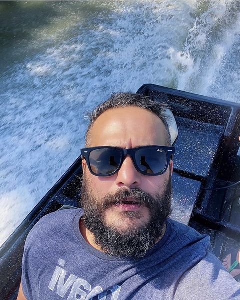 میلاد کی مرام سوار بر قایق تفریحی + عکس