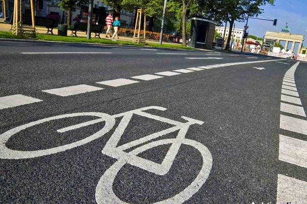 لزوم ساخت جاده ها و محورهای مواصلاتی مناسب برای تردد دوچرخه در شهرها