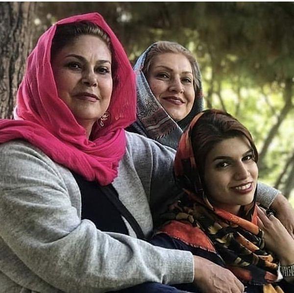مهرانه مهین ترابی در کنار خواهر و خواهرزاده اش + عکس