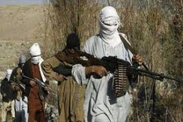 عکس یادگاری طالبان از تصرف دفتر اشرف غنی !