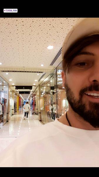 دانیال عبادی در یک پاساژ + عکس