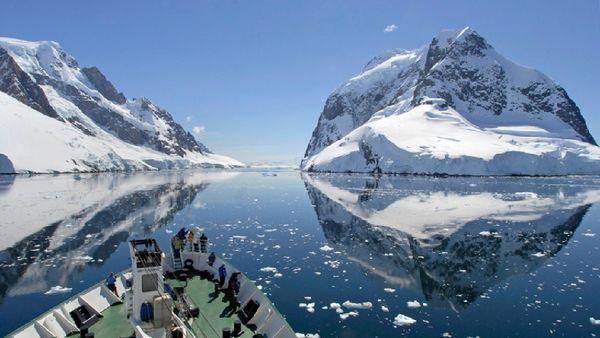 جدا شدن دوره ای تکه یخ های بزرگ به خاطر شرایط آب و هوایی