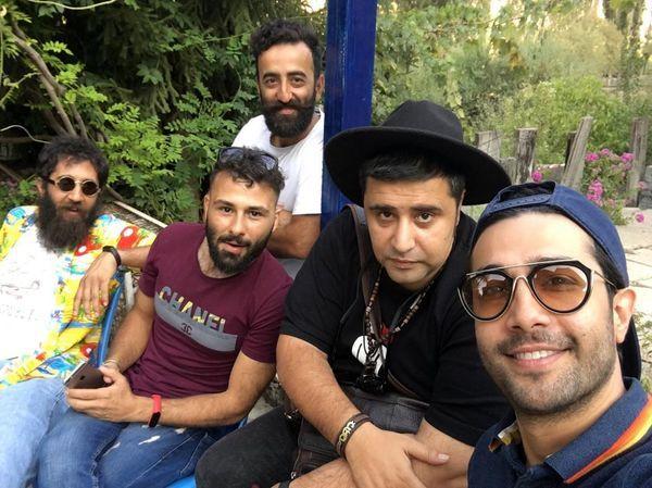 حسین مهری در جمع دوستانش + عکس