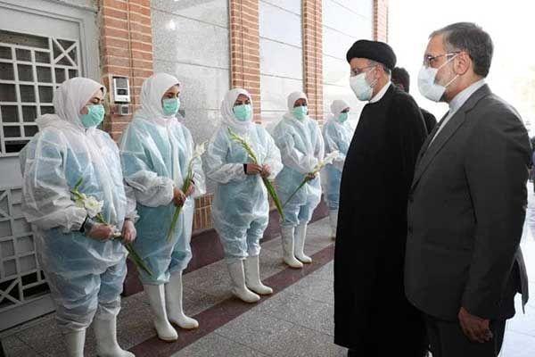 اقدام تحسین برانگیز رئیسی در بهشت زهرا +عکس