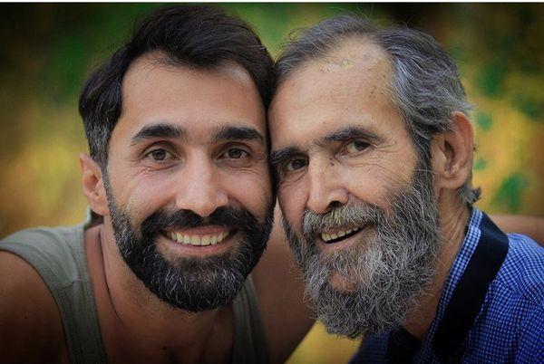 هادی کاظمی در آغوش پدرش + عکس
