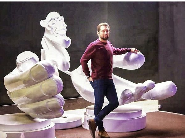 بهرام رادان در میان مجسمه ها + عکس