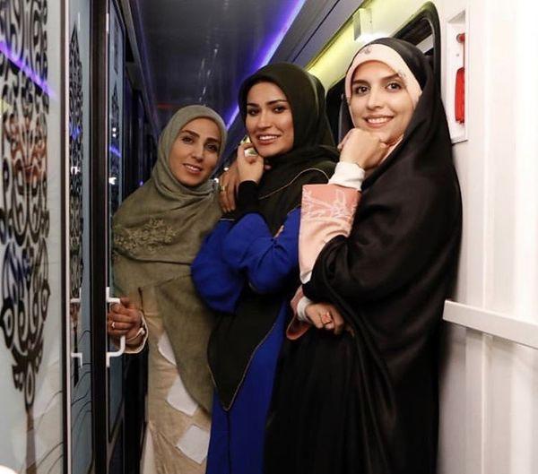 مژده لواسانی و دوستانش در قطار + عکس
