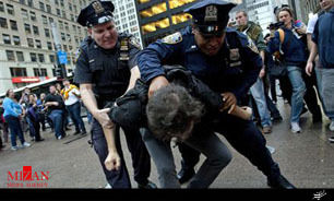 ویدئوی حرکت توهین آمیز مامور پلیس آمریکا جنجال آفرید