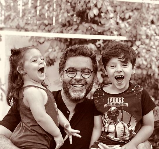 حالِ خوش مصطفی کیایی با فرزندانش+عکس