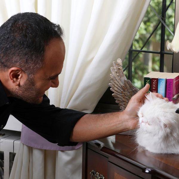طرفداری آقای مجری ممنوع التصویر از حیوانات به سبک خودش+عکس