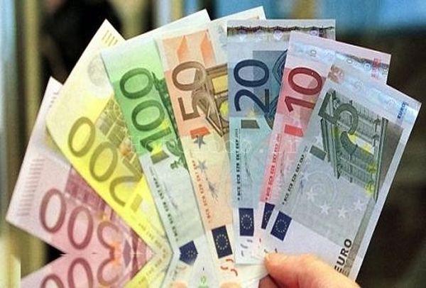 یورو این روزها نتوانسته است در برابر دلار مقاومت کند