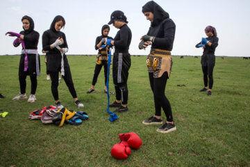 «مریم علیپور» مربی بوکس از دوران کودکی به این رشته ورزشی علاقه داشته است. وی سابقه 8 سال تمرین حرفه ای دارد و 4 سال است با چند نفر از اقوام و آشنایان خود در ساحل دریای خزر تمرین می کنند