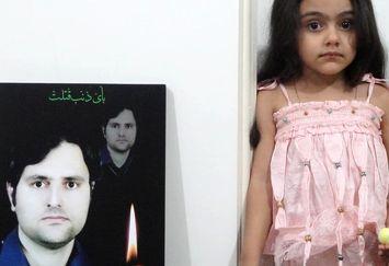 یادگاری آرمیتا از روزهای اول شهادت پدرش+عکس
