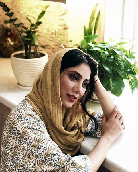 مونا فرجاد در خانه زیبایش + عکس