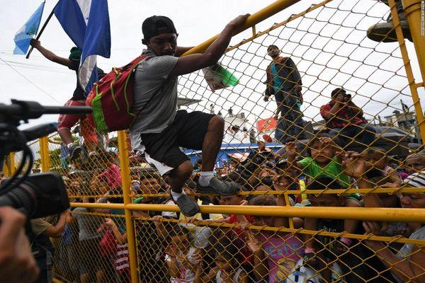 ترامپ مدعی پیروزی بر کاروان مهاجران شد