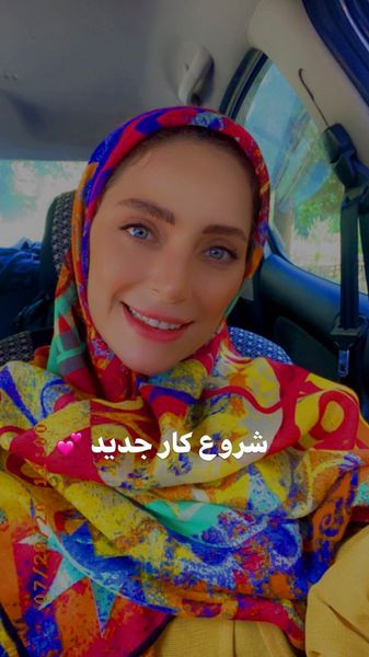 لباس رنگارنگ نگین معتضدی + عکس