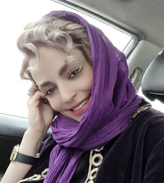 سلفی خانم بازیگر در ماشین شخصی اش + عکس