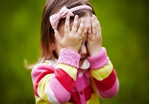 دلیل خجالتی بودن کودکان چیست؟