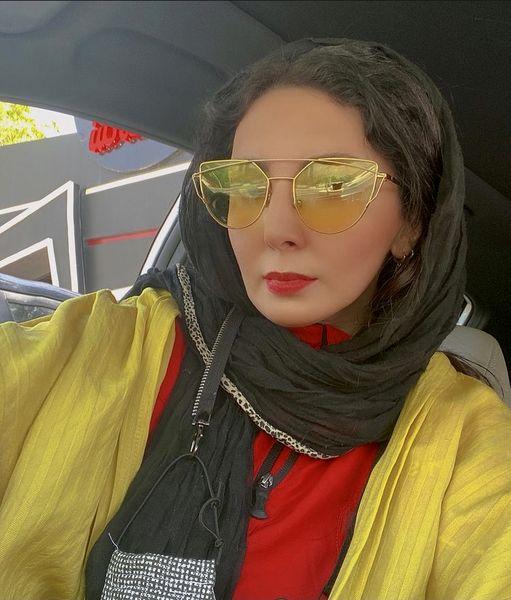 لیلا بلوکات در ماشین شخصی اش + عکس