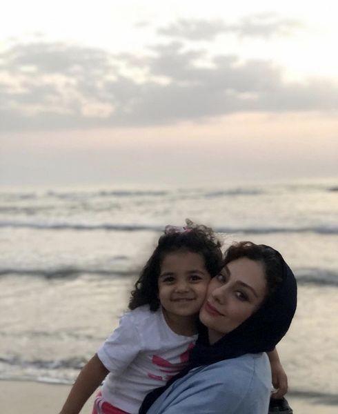 یکتا ناصر و دخترش لب دریا + عکس
