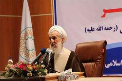 امام جمعه موقت تهران: عده ای در کشور تروریست اقتصادی هستند