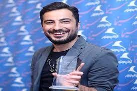 ریاکشن «نوید محمدزاده» به سیمرغی که بر شانه بزرگ آقای سینما نشست