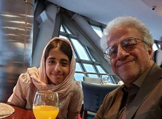 علیرضا خمسه و دخترش در کافه+عکس