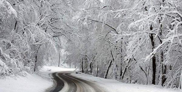 بارش برف و هشدار لغزندگی جادههای کوهستانی/ مسافران احتیاط کنند
