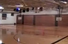 تخریب سالن ورزش بر اثر برخورد رعد و برق+ فیلم