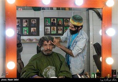 محمدرضا داوودنژاد در پشت صحنه مجموعه تلویزیونی کلبه عمو پورنگ