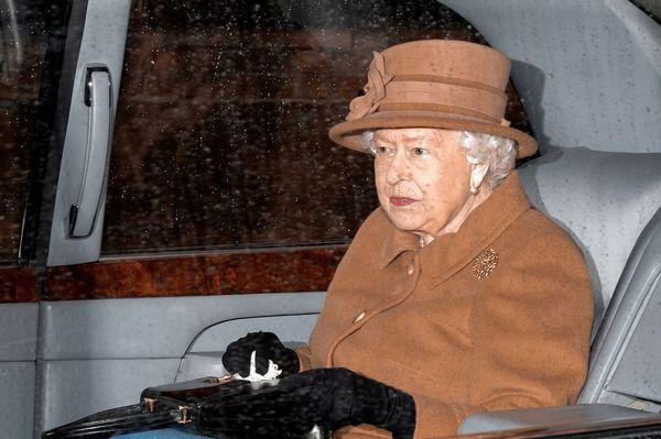 وضعیت ملکه الیزابت در بحران کرونایی انگلیس