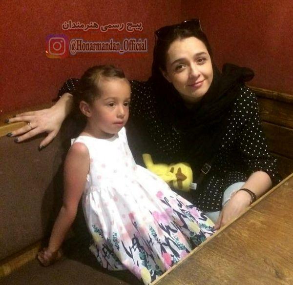 ترانه علیدوستی و دخترش در رستوران+عکس