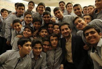 مجری سمت خدا به مدارس می رود+عکس
