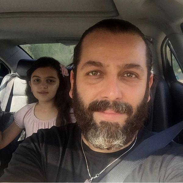 سلفی امیررضا دلاوری و دخترش در ماشین + عکس