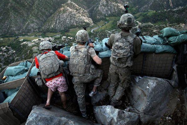 لباس زننده سرباز آمریکایی در افغانستان + عکس