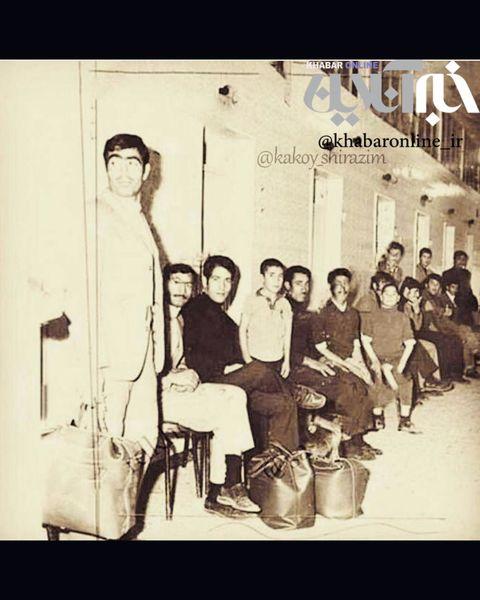 صف حمام عمومی در دهه چهل