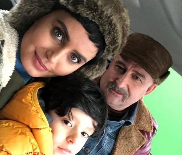 النازشاکردوست با همسر و پسرش در ماشین+عکس