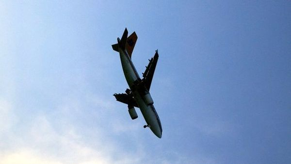 سقوط هولناک هواپیما در پمپ بنزین