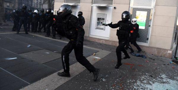 مجروحیت دست کم ۳۷ پلیس فرانسه در جریان اعتراضات روز شنبه