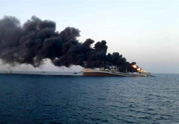 غرق شدن ناو خارک بر اثر آتش سوزی+ عکس