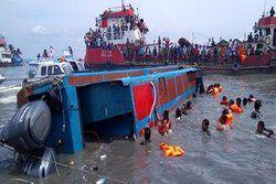 آتشسوزی و غرقشدن یک کشتی در سواحل اندونزی