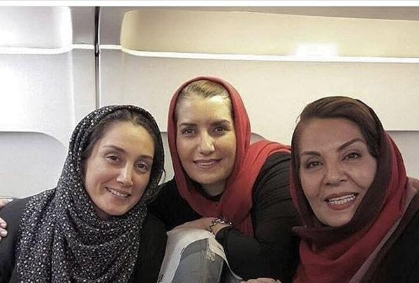 هدیه تهرانی و دوستان بازیگرش در هواپیما + عکی