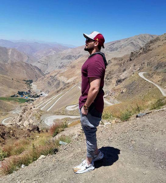کوهنوردی آقای بازیگر در یک روز آفتابی + عکس