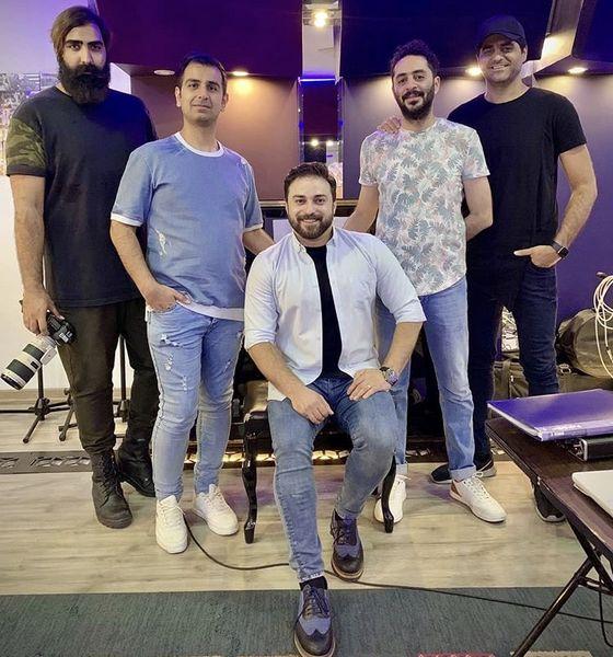 بابک جهانبخش در کنار گروه حرفه ایش + عکس