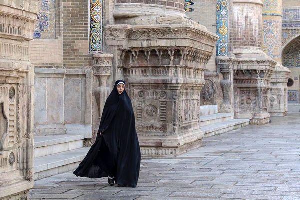 لیلا زارع با حجاب کامل+عکس