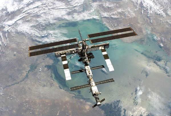 وقتی فضا به زمین ویروس صادر می کند
